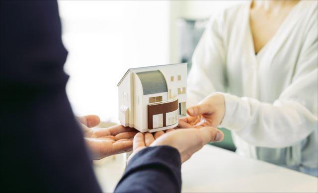 最新のキッチン設備がある賃貸マンションも!一人暮らしでも収納専用の部屋がある便利